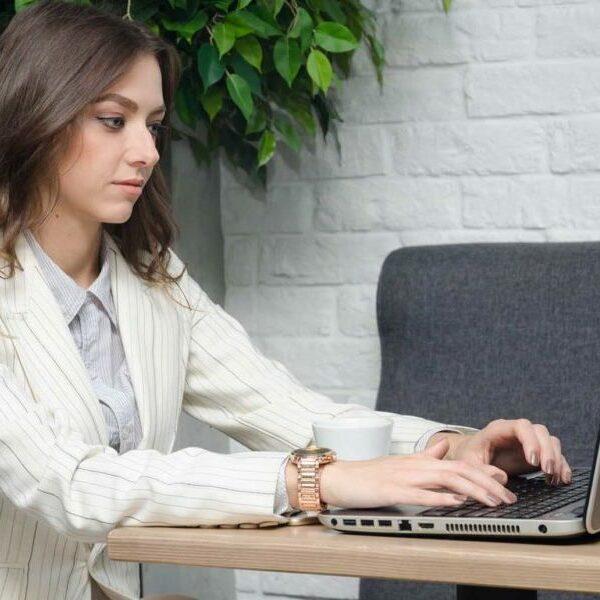 Общение в интернете на вебкам сайтах на дому