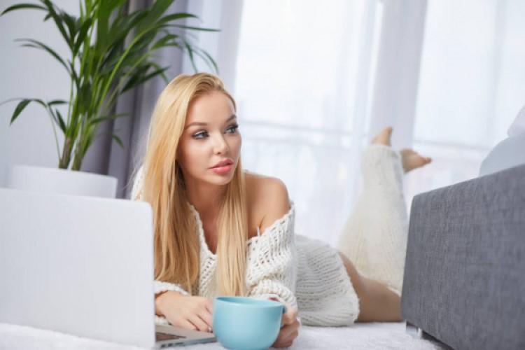 Работа в онлайн чате на дому для девушек в интернете